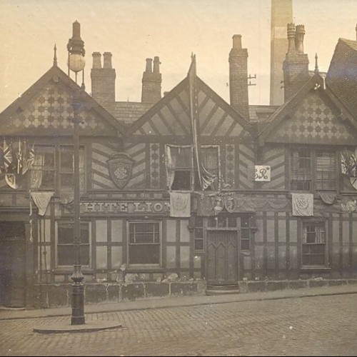 The White Lion was once a coaching inn with space for 20 horses.