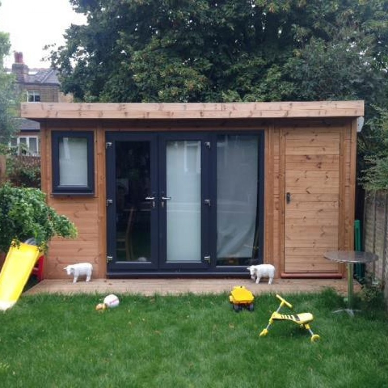 Single storey rear garden outbuilding