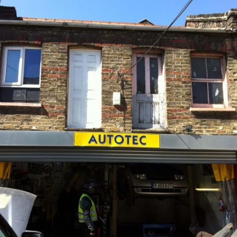Change of use from mechanic's garage (Sui Generis) to one bedroom flat