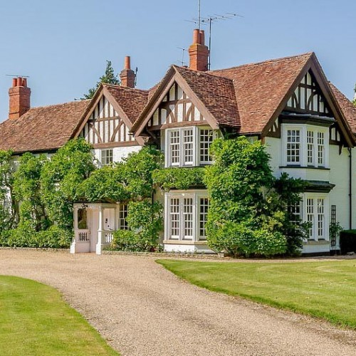 Historic 15th century Grade II Thameside Listed House gifted by Elizabeth The First goes on sale